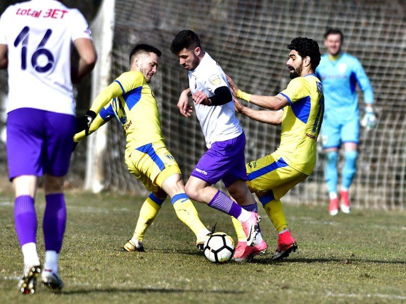 Faza de joc din meciul Petrolul Ploiesti - FC Arges 2, Romania, Liga II