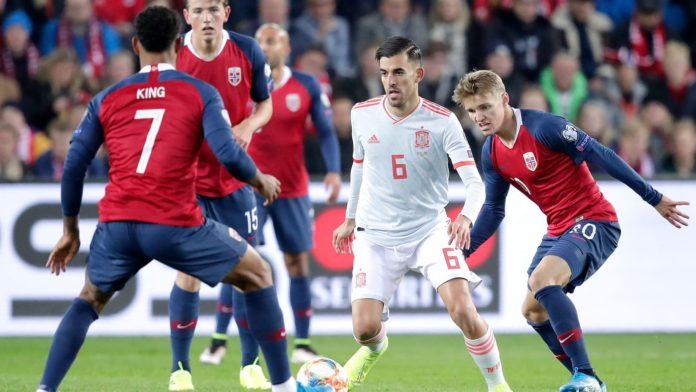 Duel din timpul meciului Spania - Norvegia